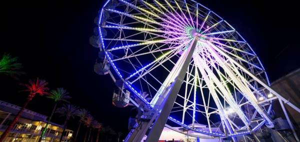 Ferris wheel lit up at night in Orange Beach Alabama